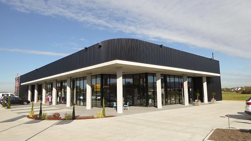 Meier Fashion Hallenbau und Stahlbau mit Fassade