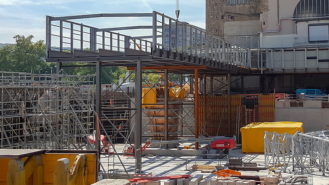 Stuttgart 21 Stahlbau Fußgängerüberweg